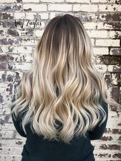 Platinum neutral cool blonde balayage ombre smudge root by@askforamy