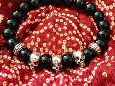 Handgefertigtes Herren-Armband aus Onyx mit Skulls aus Tibetsilber. Ein echtes Unikat. Tibet, Pandora Charms, Skull, Beaded Bracelets, Charmed, Jewelry, Semi Precious Beads, Handcrafted Jewelry, Beads