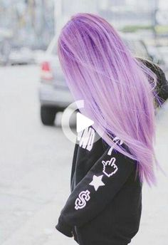 It's pretty pinteresting Pastel Purple Hair, Lavender Hair Colors, Lilac Hair, Hair Color Purple, Pastel Colors, Purple Ombre, Colorful Hair, Medium Hair Styles, Long Hair Styles