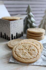 Tündérsüti: Pecsétes fahéjas keksz Springerle Cookies, Hungarian Recipes, Winter Food, Christmas Cookies, Cookie Cutters, Biscuits, Dessert Recipes, Yummy Food, Sweets