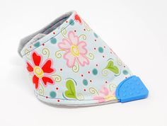 Beautiful products handmade by my lovely friend Nicola at Sweetpeaandblue! She is happy to accept requests for custom designs. Kam Snaps, Bandana Bib, Baby Safe, Bibs, My Children, Flower Patterns, Pattern Design, Coin Purse, Plush