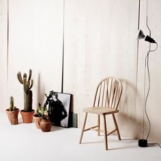 Budalstolen - en lokal helt siden 1807 Budalstolen er en norsk møbelprodusent, grunnlagt I 2015, med ambisjoner om å videreforedle og forvalte det lokale stol ikonet nasjonalt og internasjonalt. Med inspirasjon fra den engelske Windsor-stolen er den folkekjære Budalstolen laget I et utall varianter av gårdbrukere fra Budal og omeng siden 1807. Vi har igjennom en modernisert omskrivning av denne utbredte folkestolen økt kvaliteten og komforten betraktelig ved å forkusere på godt…