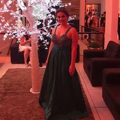 A #vestine deseja a @feerpenteado_ todo sucesso possível nessa nova fase. Que continue sendo iluminada #vestine #feitoamao #hautecouture #dress #instafashion #formanda #vestidodeformatura