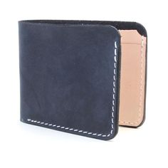 The Briarcliff Tan Horween Chromexcel leather slim wallet is clean and minimal with just enough organization for easy access to your essential items. A timeless leather billfold.