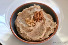 Crema de nuca fiarta in lapte (cu unt) reteta veche. Cum se face crema de nuca pentru tort, prajituri sau fursecuri? O crema fina si onctuoasa, fara oua,
