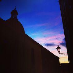 Castelfiorentino al tramonto #Castelfiorentino #tramonto #chiesa #piazzadelpopolo #paesaggio #toscana #paese #colori #borgo #toscano