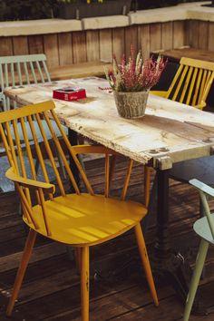 Hereinspaziert in das verrückte Haus voll zusammengemixter cooler Sachen und kreativer Ideen! Oldschool, Dining Chairs, Furniture, Home Decor, Billard Table, Game Rooms, Small Hall, Restore, Creative Ideas