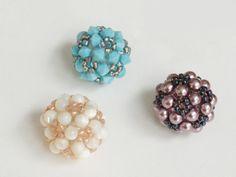 ビーズレシピ                                                                                                                                                     もっと見る Bead Jewellery, Pearl Jewelry, Right Angle Weave, Ring Tutorial, How To Make Beads, Beaded Embroidery, Beading Patterns, Seed Beads, Handmade Jewelry