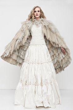 Discover the world of Makány Márta. Discover The Way We Love. Wedding Styles, Wedding Ideas, Madonna, Anastasia, Ready To Wear, How To Wear, Dresses, Fashion, Vestidos