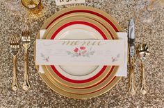 Glitter, gold and red: http://www.stylemepretty.com/louisiana-weddings/2014/12/22/happy-everything-holiday-party/ | Photography: Ashleigh Jayne - http://ashleighjayne.com/