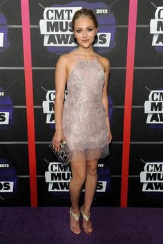 #AnnaSophiaRobb is sweet and sparkly in her short dress at the 2013 #CMTawards! See more celebs on Wonderwall: http://on-msn.com/10ZUAmN