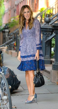 9378ba973caf Sarah Jessica Parker shows off legs in stylish dress for TV appearance
