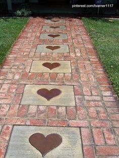 Camino al aire libre entre las plantas - Fuente pinterest.com/tvarner1117