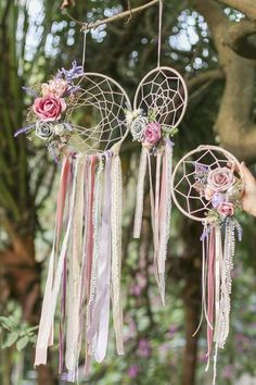 Handmade French Romantic Floral Dreamcatcher with Tassel (Set of French Romantic Handmade boho dream catcher with artificial flowers and greeneries. Would look beautiful in a bohemian home or wedding venue Large center hoop: Dream Catcher Craft, Dream Catcher Boho, Homemade Dream Catchers, Dream Catcher Wedding, Making Dream Catchers, Diy And Crafts, Crafts For Kids, Arts And Crafts, Simple Crafts