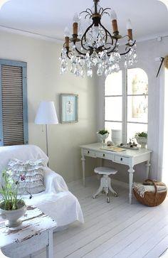 LILLA BLANKA: Antikvitt skrivbord ~ Antique white desk