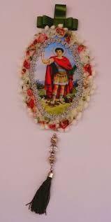 Resultado de imagem para relicarios em tecido com imagem de santos