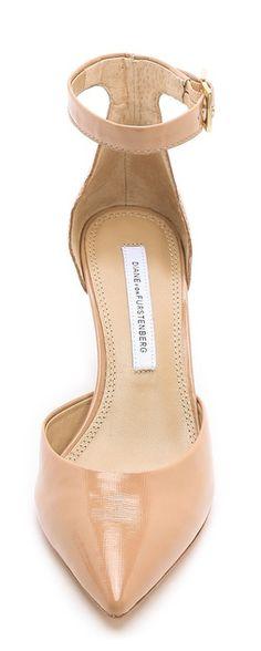 Wardrobe Essential: Nude heels http://rstyle.me/n/c7dgmn2bn