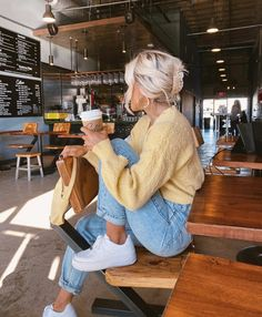 Find images and videos about cute, hair and yellow on We Heart It - the app to get lost in what you love. Fall Winter Outfits, Autumn Winter Fashion, Spring Outfits, Ootd Spring, Summer Dress Outfits, Surfergirl Style, Mode Outfits, Fashion Outfits, Looks Street Style