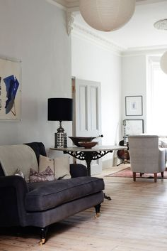 London designer Cassandra Ellis specializes in transforming houses that are seemingly beyond repair into homes of quiet repose before moving on to the next London Living Room, Home Living Room, Living Spaces, Marble House, Simple Living Room Decor, Home Remodel Costs, Up House, Cheap Home Decor, Home Decor Inspiration