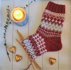 Granny Square Sweater, Christmas Stockings, Knitting, Holiday Decor, Diy, Tricot, Knitting Socks, Needlepoint Christmas Stockings, Bricolage
