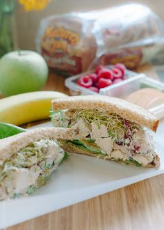 Green Apple Chicken Salad – Mayo Free but I'd probably still use mayo instead of Greek yogurt. Antipasto, Apple Chicken, Chicken Feed, Cooked Chicken, Clean Eating, Healthy Eating, Healthy Lunches, Chicken Salad With Apples, Sandwiches