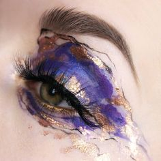 42 Beautiful wedding make-up for your big day Gold Eye Makeup, Eye Makeup Art, Makeup Inspo, Eyeshadow Makeup, Makeup Inspiration, Sleek Makeup, Eyeshadow Palette, Face Makeup, Maybelline Eyeshadow
