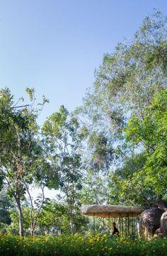 """Ein Pagode sieht doch eigentlich anders aus, denken Sie beim Betrachten des Bildes? Richtig! Doch warum soll man mit Erwartungen nicht auch mal brechen?! """"Pagoda"""" haben die Kreativen von a21 Studio ihren steinernen Gebetsunterschlupf in der vietnamesischen Khanh-Hoa-Provinz genannt."""