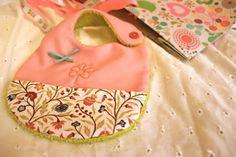 Blog de costura. Como hacer y coser un babero para bebes de 0 a 3 meses.