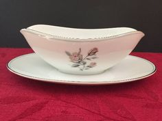 NEW IN BOX NEW Noritake ROYAL HUNT Gravy Boat /& Attached Liner under plate