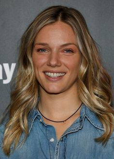 """Tracy Spiridakos Photos - """"Chicago P."""" cast member Tracy Spiridakos arrives on the red carpet for the Annual OneChicago Press Day in Chicago, Illinois on October / AFP PHOTO / Jim Young - NBC's 'One Chicago' Press Day Nbc Chicago Pd, Chicago Shows, Chicago Med, Chicago Fire, Chicago Illinois, Joe Minoso, Chicago Crossover, Beautiful Celebrities, Beautiful Women"""