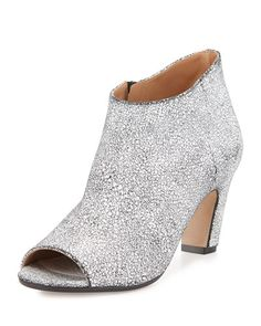 I used to hate toes esp in fully covered only except for the toes booties but the style is growing on me. Maison Margiela