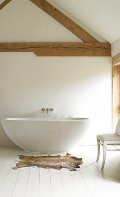 Rustic bathroom with white tub and cow hide rug - Decoration suggestions - House interior ideas - #decor #house