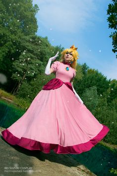 Super Mario - Princess Peach by Rei-Suzuki on DeviantArt Princess Peach Cosplay, Princess Peach Halloween Costume, Mario Halloween Costumes, Princess Peach Costume, Mario Cosplay, Cosplay Anime, Cosplay Girls, Super Mario Princess, Mario And Princess Peach