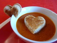 Fun to Eat Grilled Cheese and Soup Picky eaters will have fun dunking heart-shaped grilled cheese in yummy tomato soup, and parents will love this extra-healthy version of the classic soup/sandwich combo. Valentines Day Cakes, Kids Valentines, Valentine Ideas, Tomato Soup Recipes, Le Diner, Soup And Sandwich, Valentine's Day, Cooking With Kids, Holiday Recipes