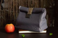 Hurry up to get your summer lunch bag! Handmade Felt, Lunch, Wool, Trending Outfits, Unique Jewelry, Summer, Leather, Bags, Etsy
