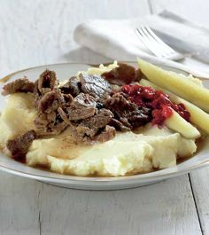 Hirvipata on hirviruokien suosikki - Kotiliesi. My Cookbook, Camembert Cheese, Mashed Potatoes, Beef, Koti, Ethnic Recipes, Whipped Potatoes, Meat, Mashed Potato Resep