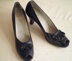 Vintage 1940's Shoes  Navy Pumps  Vintage Spring Shoes  Swing Era Open Toe Leather  Unworn Size 8 by rue23vintage on Etsy