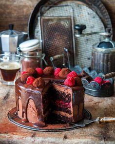 4,048 отметок «Нравится», 88 комментариев — Irina Meliukh (@saharisha) в Instagram: «Chocolate raspberry cake// Начну понедельник с рецепта этого торта. Он очень простой, мягкий,…»