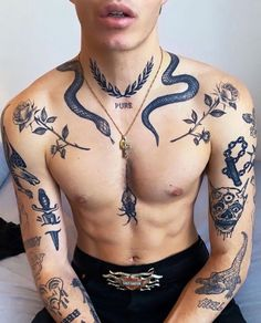 Old School Tattoo, Hot Guys Tattoos, Dope Tattoos, Black Tattoos, Tribal Tattoos, Dark Tattoos For Men, Tatoos Men, Guy Tattoos, Unique Tattoos For Men, Retro Tattoos
