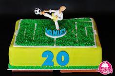 Creamy  Cakes: Daniel Cake design Futebol karaté 20