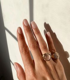 The advantage of the gel is that it allows you to enjoy your French manicure for a long time. There are four different ways to make a French manicure on gel nails. Nude Nails, Acrylic Nails, Glitter Nails, Matte Nails, Hair And Nails, My Nails, Grow Nails, Nagellack Trends, Nagel Gel