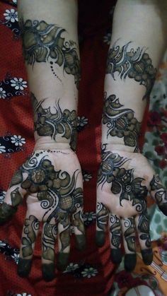 Mehndi henna designs are always searchable by Pakistani women and girls. Women, girls and also kids apply henna on their hands, feet and also on neck to look more gorgeous and traditional. Mehndi Designs Book, Simple Arabic Mehndi Designs, Mehndi Designs For Girls, Modern Mehndi Designs, Dulhan Mehndi Designs, Mehndi Designs For Fingers, Wedding Mehndi Designs, Mehndi Design Pictures, Latest Mehndi Designs