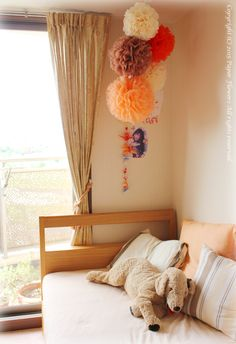 子供部屋に飾ったペーパーフラワーポンポン