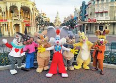 [Not my picture, credits to whoever made this.] Ugh, I really wanna visit Disneyland Paris during springtime😩😍. Disney Characters Costumes, Disney World Characters, Roger Rabbit, Detective, Orlando, Cute Disney Pictures, Disney Magic Kingdom, Disney Aesthetic, Disney Parks