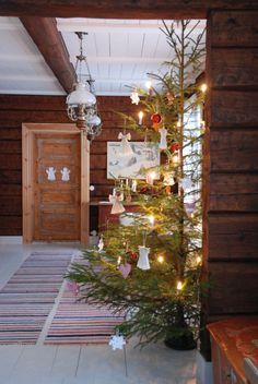 Talo Ahonlaidalla Country Christmas, Vintage Christmas, Christmas Tree, Christmas Decorations, Table Decorations, Holiday Decor, Christian Christmas, Scandinavian Living, Yule