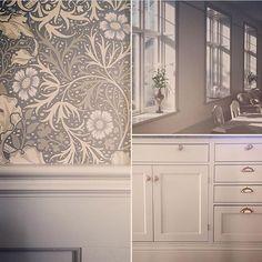 """752 gilla-markeringar, 14 kommentarer - INREDNING/DIY/RENOV./NYBYGGE (@renoveringsdamm) på Instagram: """"De renoverar en gammal skola från 1800-talet och har valt denna läckra tapet Seaweed från William…"""""""