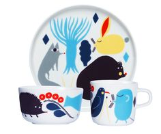 Marimekko Huhuli Kids Dinnerware Set Have dinner with the magical forest friends created by Aino-Maija Metsola with the Marimekko Huhuli Dinnerware Set. The grown-up style of the mug, narrowly rimmed plate, and dessert bowl are made acces. Marimekko, Kids Dinner Sets, Kids Dishes, Dish Sets, Nordic Design, Black Decor, Kids Playing, Dinnerware, Shopping