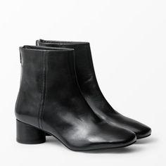 Black boots with a slight heel / Wera @ Åhléns