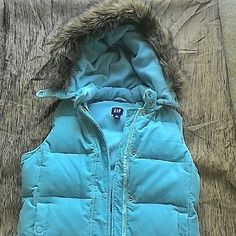 NWOT GAP Puffy Coat! Super cute and warm. Really heavy. I bought it on the GAP website for a ski trip, but never wore it. So great with black ski pants?? GAP Jackets & Coats Puffers
