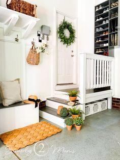 Garage Shoe Storage, Garage Bench, Garage Entryway, Mud Room Garage, Entryway Ideas, Garage Organization, Garage Renovation, Garage Interior, Condo Living